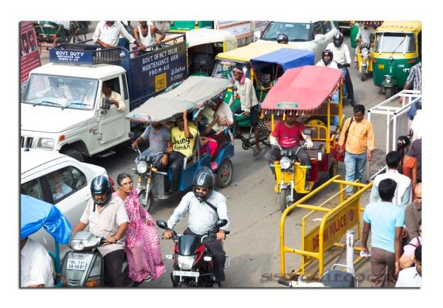 El frenético y caótico tráfico de Delhi