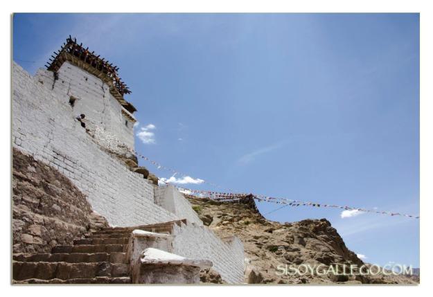 Subiendo al Monasterio Namgyal Semo