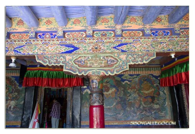 Detalle de las decoraciones sobre madera del monasterio de......................
