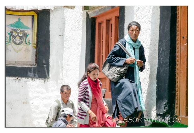 Fieles en el Monasterio de Phayang