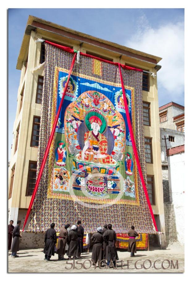 Inmenso tapiz que se despliega para el festival.