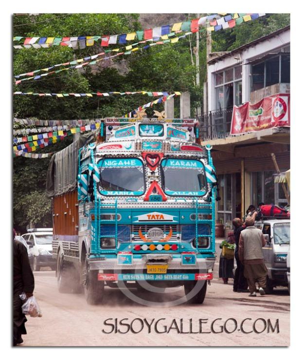 Extra coloridos y ornamentados camiones
