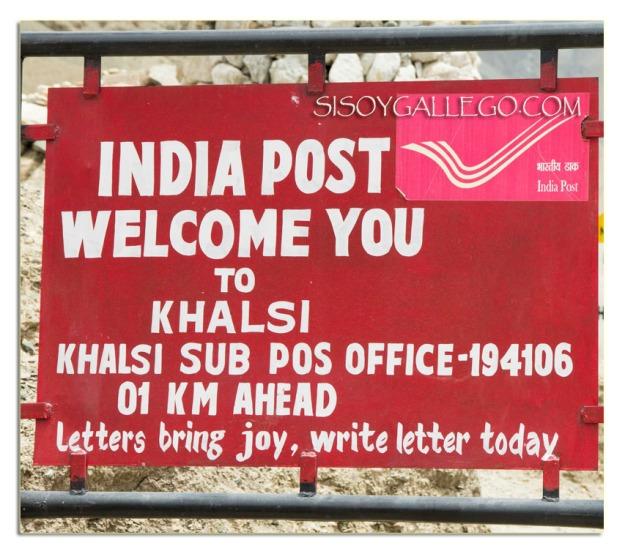Las cartas traen alegría, escribe una carta hoy, reza el cartel