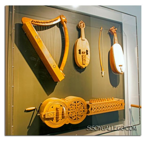 Reproducción de los instrumentos del Pórtico de la Gloria