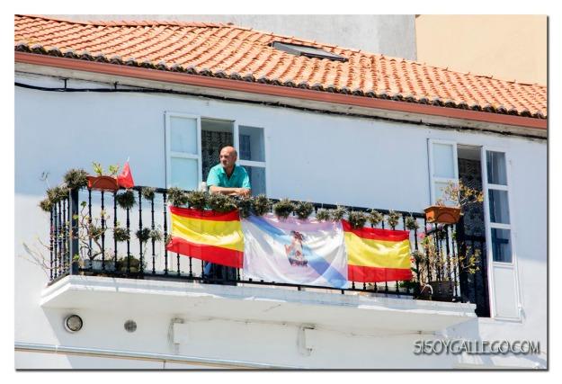 06_Con el balcon engalanado
