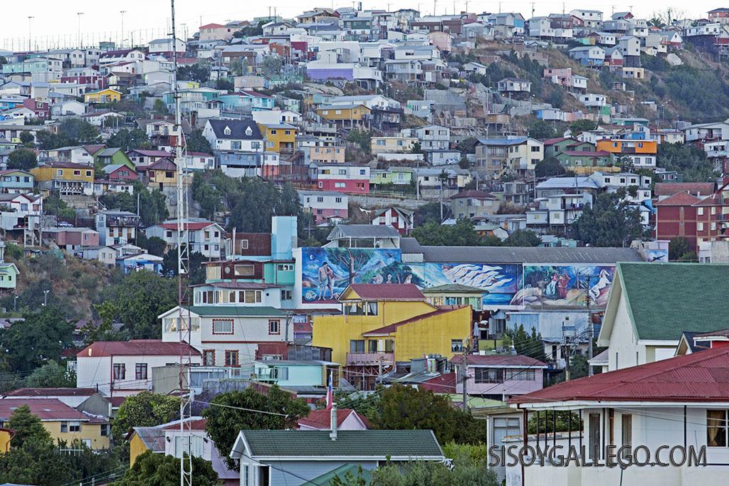 14.Casas colgadas en los cerros de Valparaiso.